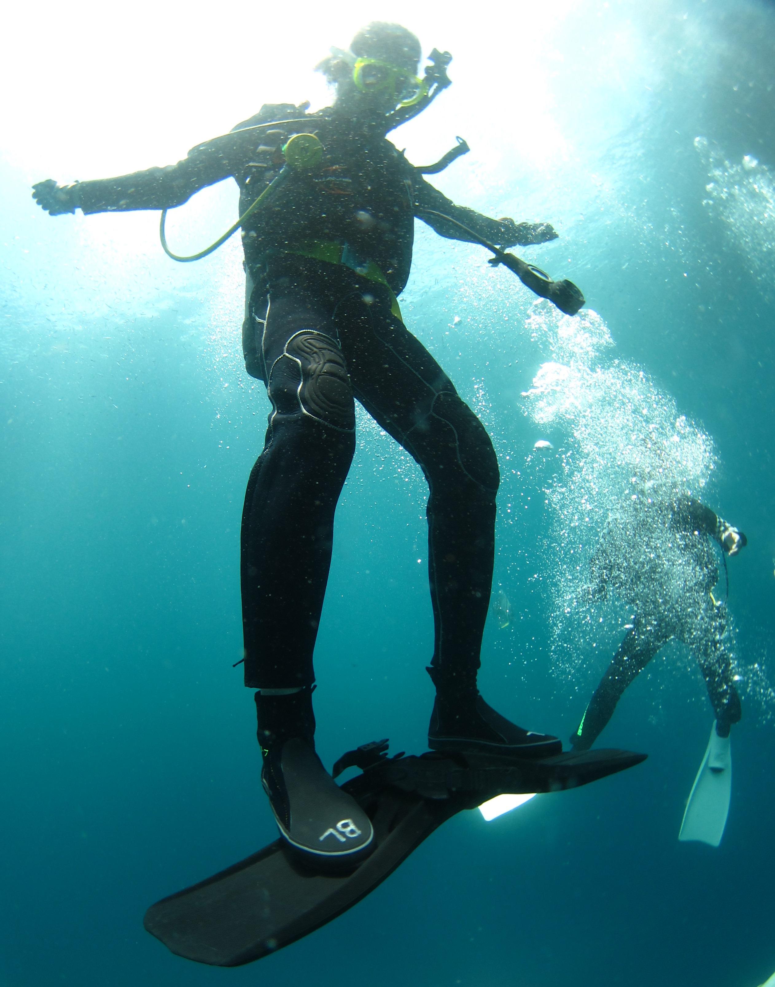 水中サーフィン|ブルーリーフ
