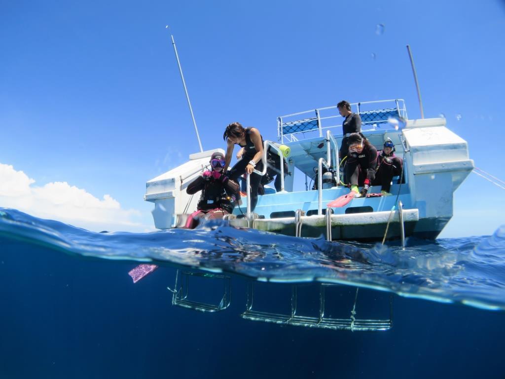 沖縄自社専ボートダイビング|ブルーリーフ